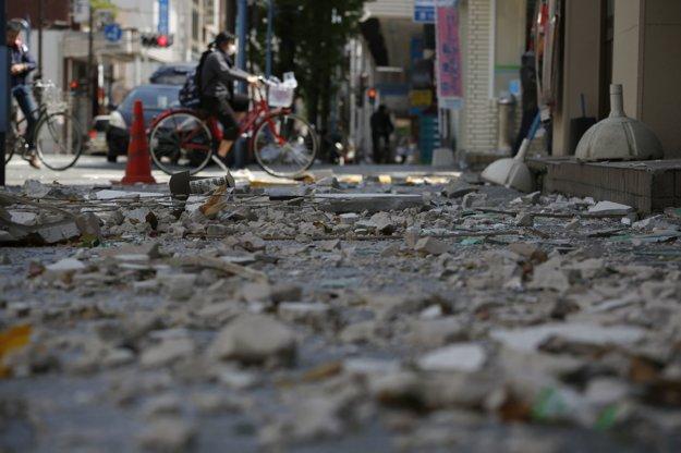 Následky zemetrasenia v meste Kimimoto.