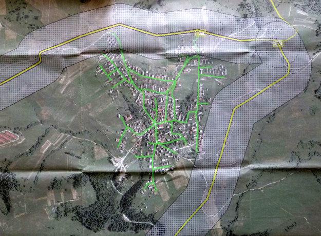 Tristo metrov široký pás s plynovodom sa ťahá okolo Malatinej.
