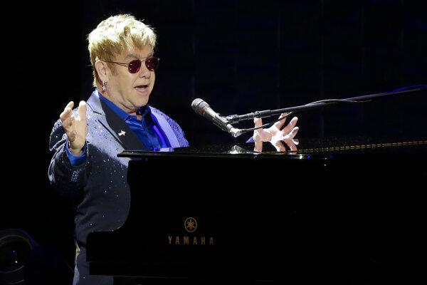 Elton John daroval najviac prostriedkov vlastnej organizácii pre boj s Aids.