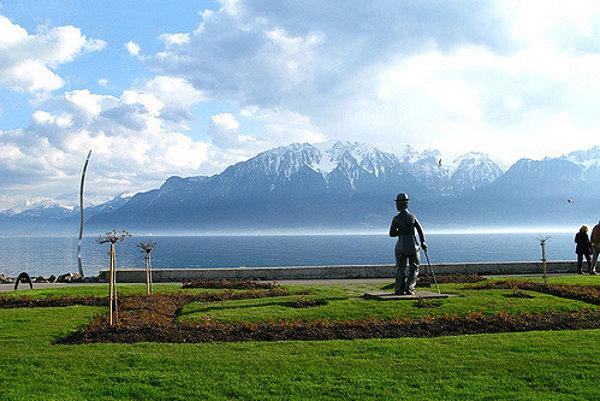 Charlie Chapli sa po problémoch v USA presťahoval do Corsier-sur-Vevey na brehu Ženevského jazera vo Švajčiarsku.
