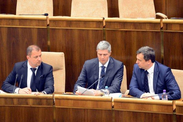 V parlamente sa diskutuje o programovom vyhlásení vlády.