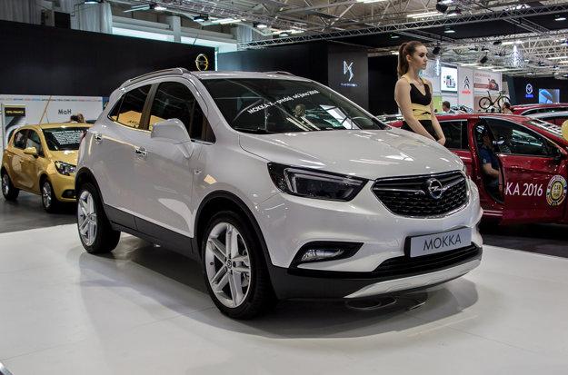Výrobca s bleskom v znaku vystavuje aj modernizovaný model Mokka X. Na pomery modernizácie sú zmeny výrazné. Mokka dostala označenie X, nový motor a palubnú dosku, inšpirovanú modelom Astra.