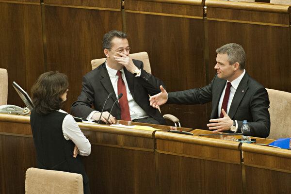 Ministerka spravodlivosti Lucia Žitňanská (Most-Híd), podpredseda parlamentu Martin Glváč a podpredseda vlády pre investície Peter Pellegrini.