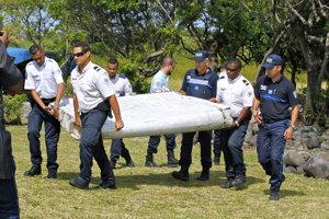 Úlomky z lietadla sa našli aj na ostrove Réunion.