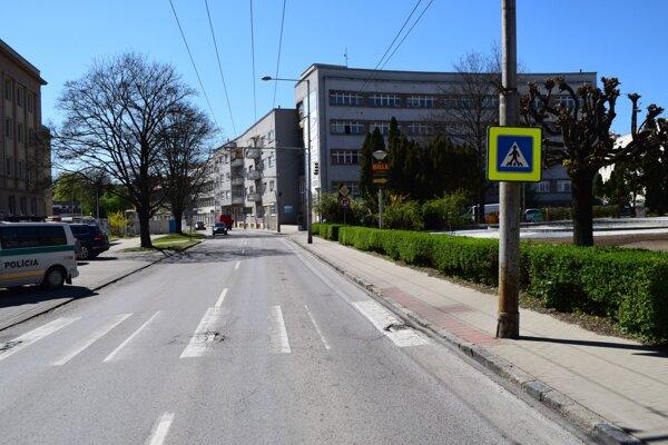 K zrazeniu chodca prišlo v blízkosti polikliniky a mestského úradu.