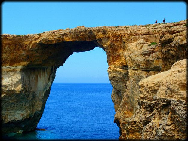 Azúrové okno na ostrove Gozo patrí medzi najznámejšie prírodné atrakcie na Malte.