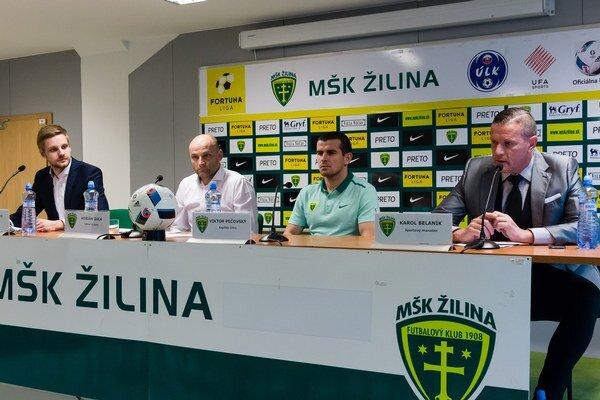 Účastníci tlačovej konferencie - zľava: Juraj Vitko, PR manažér MŠK Žilina, Adrián Guľa, hlavný kormideník A-tímu, Viktor Pečovský, kapitán mužstva a Karol Belaník, športový manažér tímu.