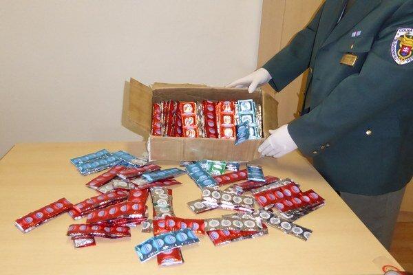Zásielka falošných kondómov.