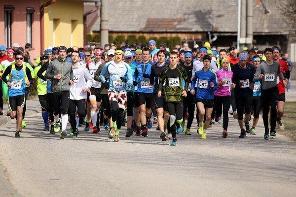 Na štarte pretekov bolo takmer 150 bežcov.