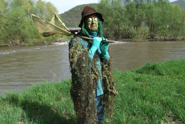 Vodník Čochtan vždy na jar odomkne vody Hrona.