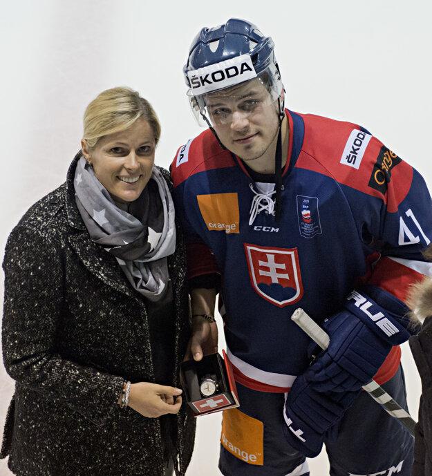 Cenu pre najlepšieho hráča slovenského výberu odovzdala Veronika Velez-Zuzulová. Prevzal si ju Patrik Lušňák.