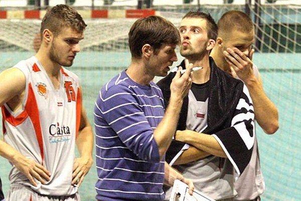 Zľava Petrovský, tréner Seman, Stojanov a Šimončík.