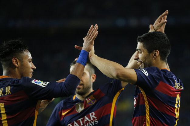 Neymar (vľavo) si so Suarezom rozumie dokonale.