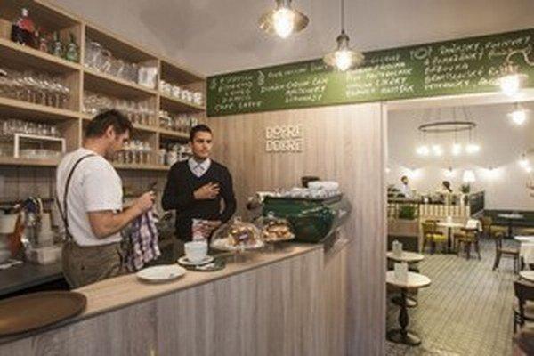 Zákazníci kaviarne Dobre&Dobré môžu ochutnať aj klasické špeciality ako Bratislavské rožky, domácu bábovku alebo Skalický trdelník a mnoho iného.