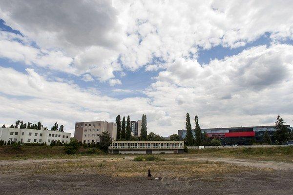 Na mieste bývalého cykloštadióna chcú postaviť mestský športpark. Obyvatelia by tam radi videli zeleň a priestor na oddych.