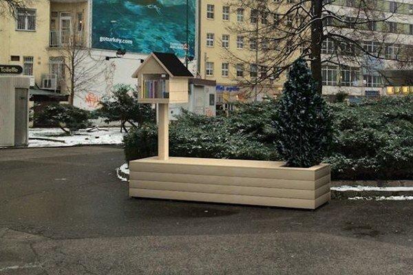 Pôvodne plánovali lavičku na Kamennom námestí, napokon bude pred Starou tržnicou.