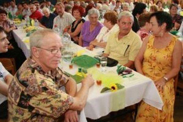 Rodáci. Fotografia zo stretnutia, ktoré sa konalo pred štyrmi rokmi.