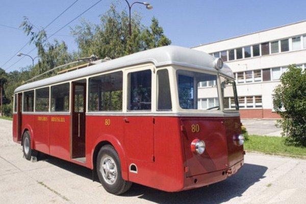 Počas Dňa otvorených dverí Dopravného podniku si môžu návštevníci pozrieť aj výstavu historických trolejbusov.