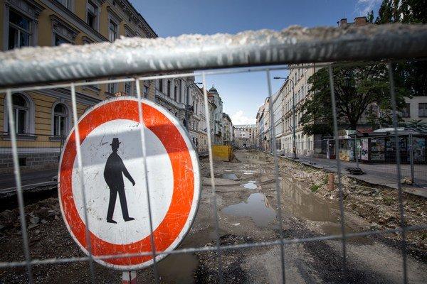 Štúrovú ulicu rozkopali začiatkom tohto roka, dokončiť by ju mali v marci.