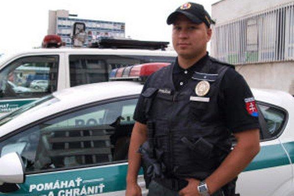 Policajt Michal Kliment zachránil dieťa.