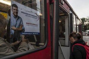 Borguľa láka voličov aj z trolejbusov.