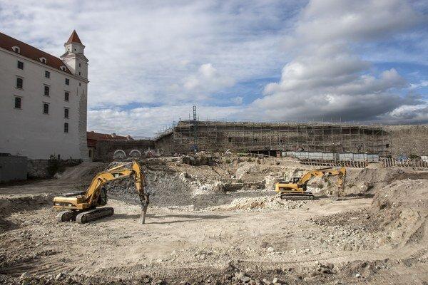 Bagre na Bratislavskom hrade odkryli staré múry.