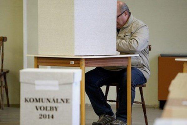 """Voličskú účasť zatiaľ označujú vo viacerých mestských častiach Bratislavy za """"veľmi slušnú""""."""