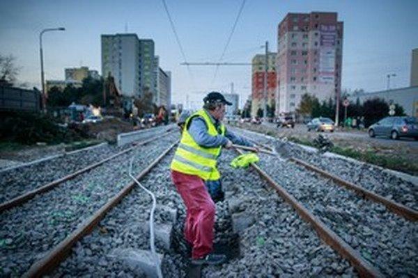 Práce na trati meškali.