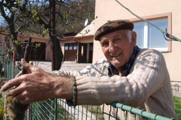 Dôchodca Robert z Kutiniek si kandidáta vybral, hoci opodstatnenie v dnešnej podobe prezidentskej funkcie nevidí.