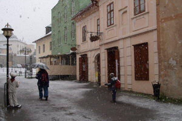 V Kremnici dnes prekvapil sneh.
