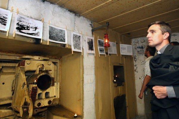Na výstave v bunkri pri cintoríne.