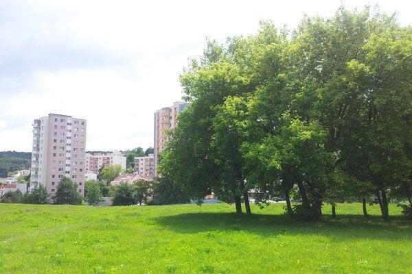 Dúbravský pozemok Pod záhradami, proti výstavbe už vznikla petícia.