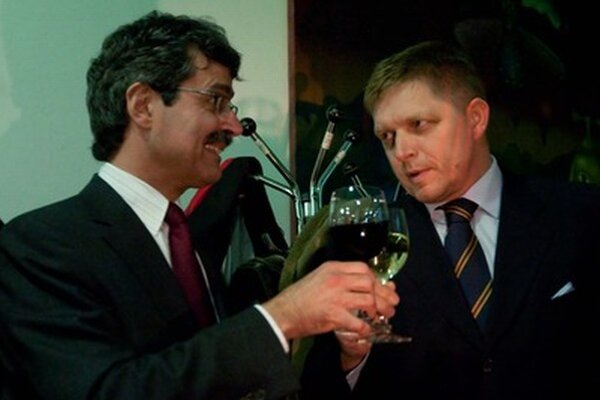 Milan Ftáčnik sa stal primátorom s podporou Smeru a na záver priamo s podporou Roberta Fica. Nechce veľmi rozprávať o tom, ako si so stranami podelil vplyv v podnikoch, ktoré patria mestu.