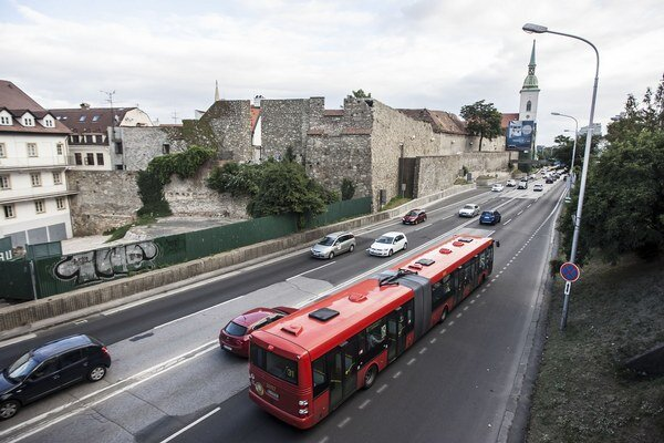 24 autobusov SOR má už vystuženú karosériu.