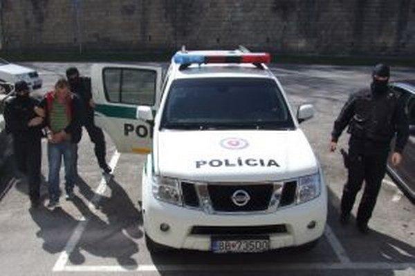 Podozrivý Štefan Š. po prevoze do Banskej Bystrice.