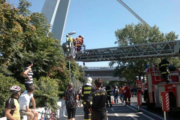 Na mieste zasahovalo sedem hasičov s troma kusmi hasičskej techniky.