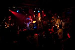 Skupina Hviezda na koncerte v Randali.