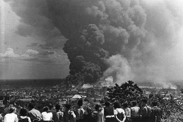 Bombardovanie Apolky v roku 1944.