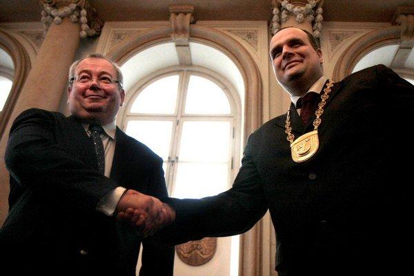 Bývalý župan Vladimír Bajan (vľavo) a jeho nástupca Pavol Frešo.
