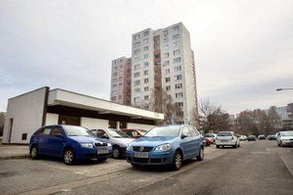 Takmer tri štvrtiny Petržalčanov chcú vyriešiť parkovanie a nové parkovacie kapacity.