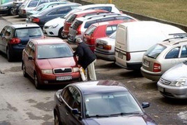 Parkovanie v Petržalke.