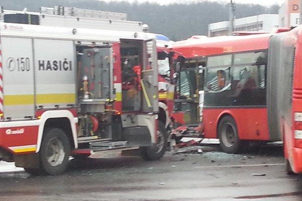 Vozidlá sa zrazili v smere na Patrónku.