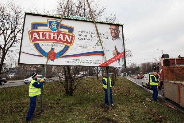 Jeden z odstránených bilboardov na Bajkalskej ulici.