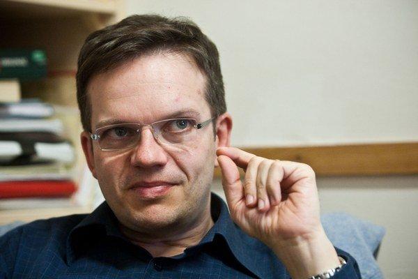 Autor knihy Neviditeľné mesto, Jozef Tancer, je docentom na Filozofickej fakulte Univerzity Komenského. Vyučuje tam aj dejiny nemeckej literatúry.