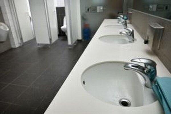 Toalety musia počkať. Nová Baňa ich chce vybudovať na Tajchu aj pri hypermarkete.