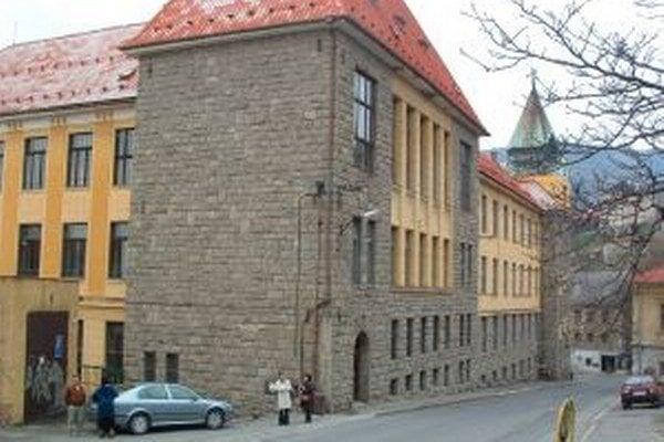 Budova v centre Štiavnice je už roky opustená.