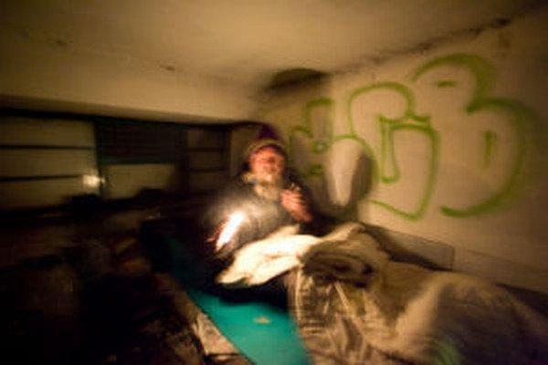 Bezdomovci majú často svoje návyky, ktorých sa ani v zime nechcú vzdať.