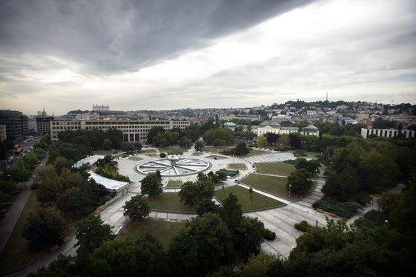 Námestie slobody je najväčšie v Bratislave.