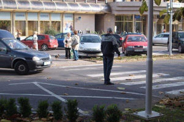 Sporné parkovacie miesto v centre Žiaru.
