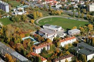 Multifunkčný športový areál má vzniknúť naľavo od futbalového štadióna.
